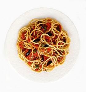 Espaguetis con anchoas y tomate